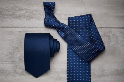 Cravatte: quali sono i colori dell'estate? Scopri i modelli di tendenza